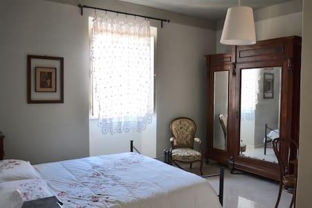 b&b i due gelsi camera matrimoniale - Montelibretti