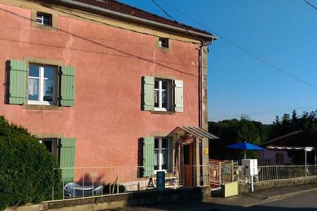 Gîte rural dans la belle nature de l'ouest vosgien - Isches - Huis