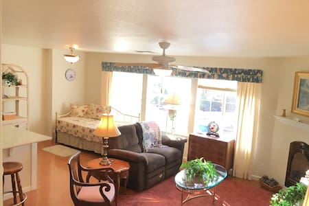 Sunset Studio - Cozy & Convenient - Grass Valley