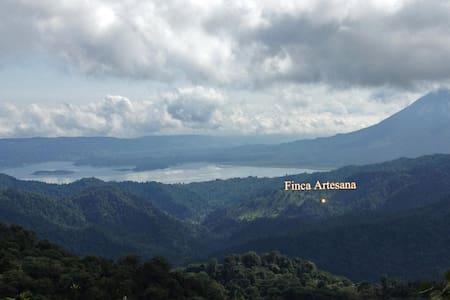 Base Camp and Trails Finca Artesana - El Castillo