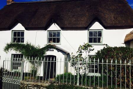 Chocolate box cottage in mid Devon - Huis