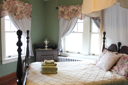 Private Guest Room in Historic Town - Strasburg - Haus