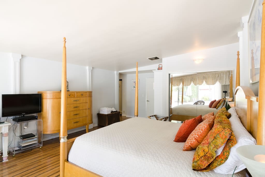 Pacific Sunset King Suite