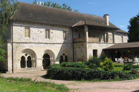 Chambre dans une ancienne abbaye G - Bed & Breakfast