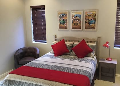 Comfort living in upmarket security estate - Kaapstad - Huis