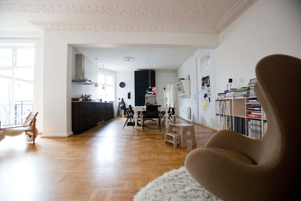 Livingroom and kitchen in background