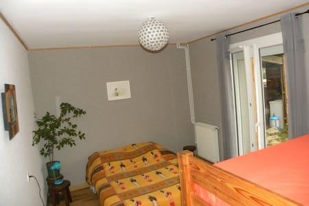 Chambre privée dans maison rénovée - Gæstehus