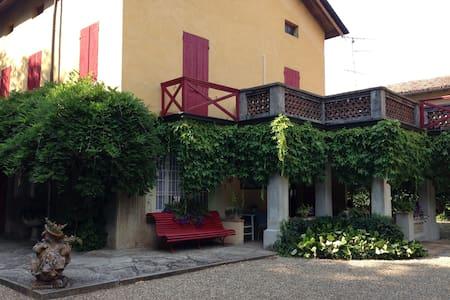 Villa con ampio giardino e piscina - Bibbiano