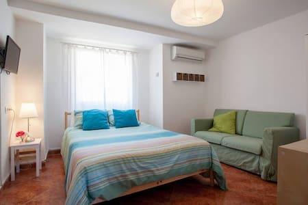 Habitacion BAJOS-A cerca Valencia - Torrent - Bed & Breakfast