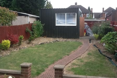Single Bedroom in lovely Semi House - Luton - House