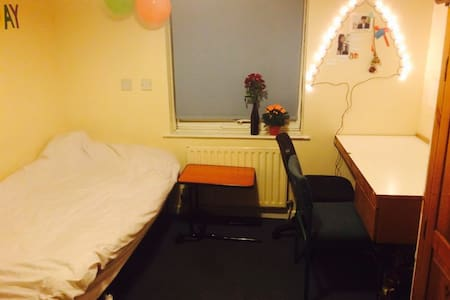 Cheaper Room nearby town centre!! - Royal Leamington Spa - Dorm