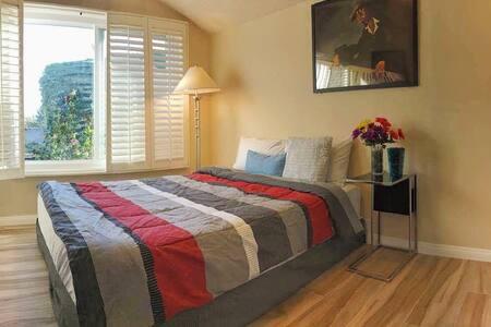 Beautiful garden view bedroom - Westminster - Casa
