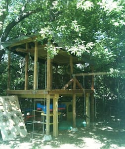 Unique! TREE HOUSE Camping 6ft off the ground. :) - McHenry - Treehouse