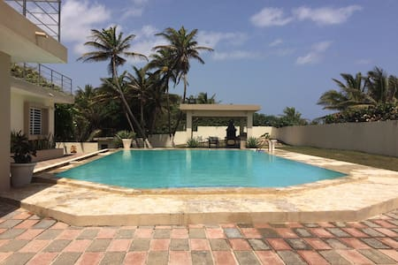 Beach front with pool, 3bed 2bath! - Byt