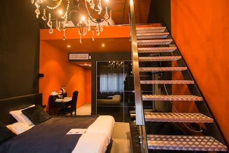 HOTEL MOON SINT NIKLAAS - Sint-Niklaas - Bed & Breakfast