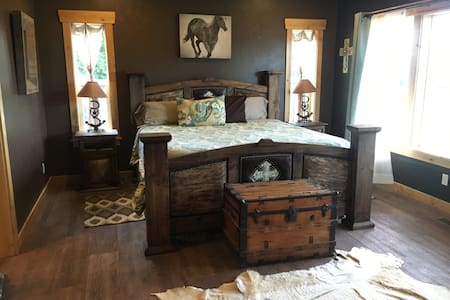 Roosters Coop Suite - House