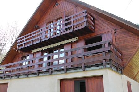 Grand chalet traditionnel plein sud - Chalet