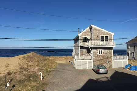 Plum Island waterfront beach getaway - House