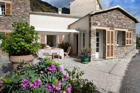 Superbe maison rénovée de village - Cervione - House