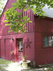 Writer's Cottage. Walk to Town - Woodstock - Cabane