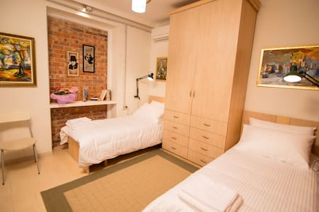 Cozy and Comfy room in Myslym Shyri - Tirana - Bed & Breakfast
