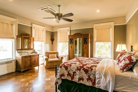 The Migel House Ivy Suite - Waco