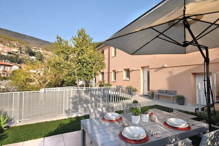 Apt in villa with private garden - Apartment