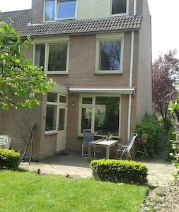 Hoekhuis + tuin en garage aan Park - House