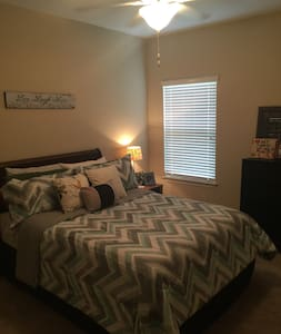 FSU Football Weekends- cozy private room & bath - Tallahassee - Casa