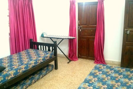 Spacious and Cozy Bed and Breakfast - Parra - Bed & Breakfast