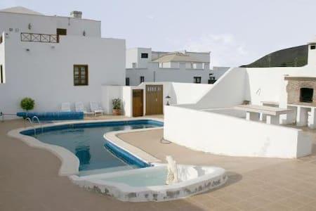 Casa Ines Guatiza - Bed & Breakfast