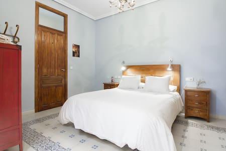 Habitación con baño privado en zona Mercado - Alicante - Appartement