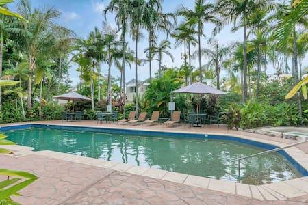 2 Bed Villa in a Tropical Resort v19 - Palm Cove - Villa