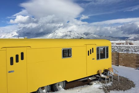 Vintage Trailer Mountain Views