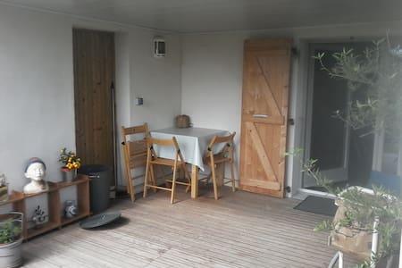studio indépendant en rez de jardin - Saint-Étienne - Apartment
