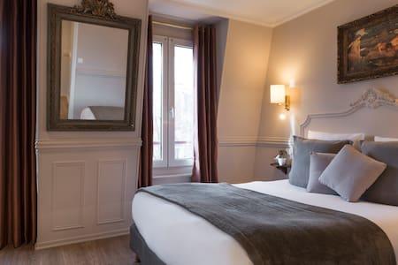 A beautiful room @hoteldelaportedoree - Parigi - Bed & Breakfast