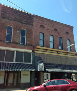 Historic Downtown Helena-Cherry Street - Helena-West Helena - Apartment