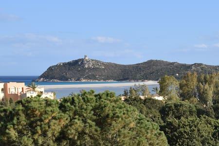 Villa rotonda tra Porto Giunco e Spiaggia del Riso - Notteri - Villa