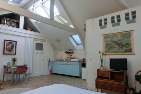 ☼Attic Studio in historic townhouse - Rotterdam