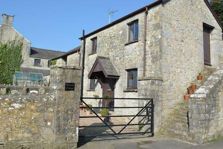 Rose Cottage & Wayside Cottage - sleeps 10 sharing - Gileston - Pis