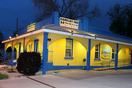 Camelot Inn & Hostel (Downtown SLC) (Private) - Guesthouse