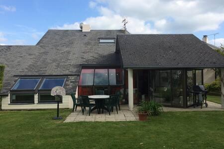 Maison de 160m2 avec grand jardin - Agneaux - Dom
