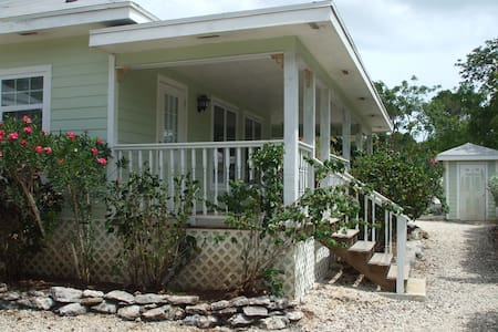 Secluded villa at The Cays - George Town - Casa