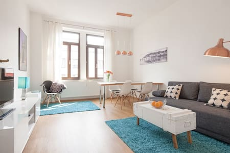 Sonnige Altbauwohnung, super zentral, free WiFi - Wohnung