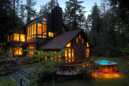 Moon View Room/Redwoods/Hot Tub - House