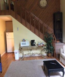 Cozy Pocono Getaway - Apartment