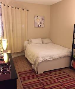 Cozy apt for couple. Best location!