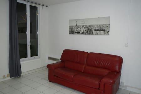 Studio independant 5mnts RerBagneux - Appartement