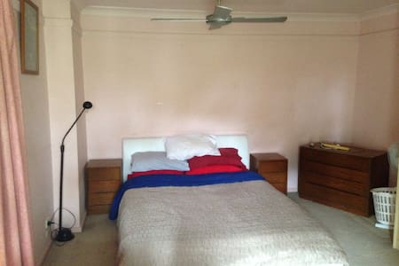 Balcony bedroom, pet friendly - Willoughby - House