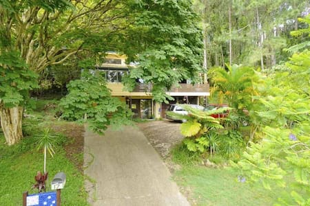 Bargain Treehouse Near to Beach - Sleeps 4-Private - Tugun